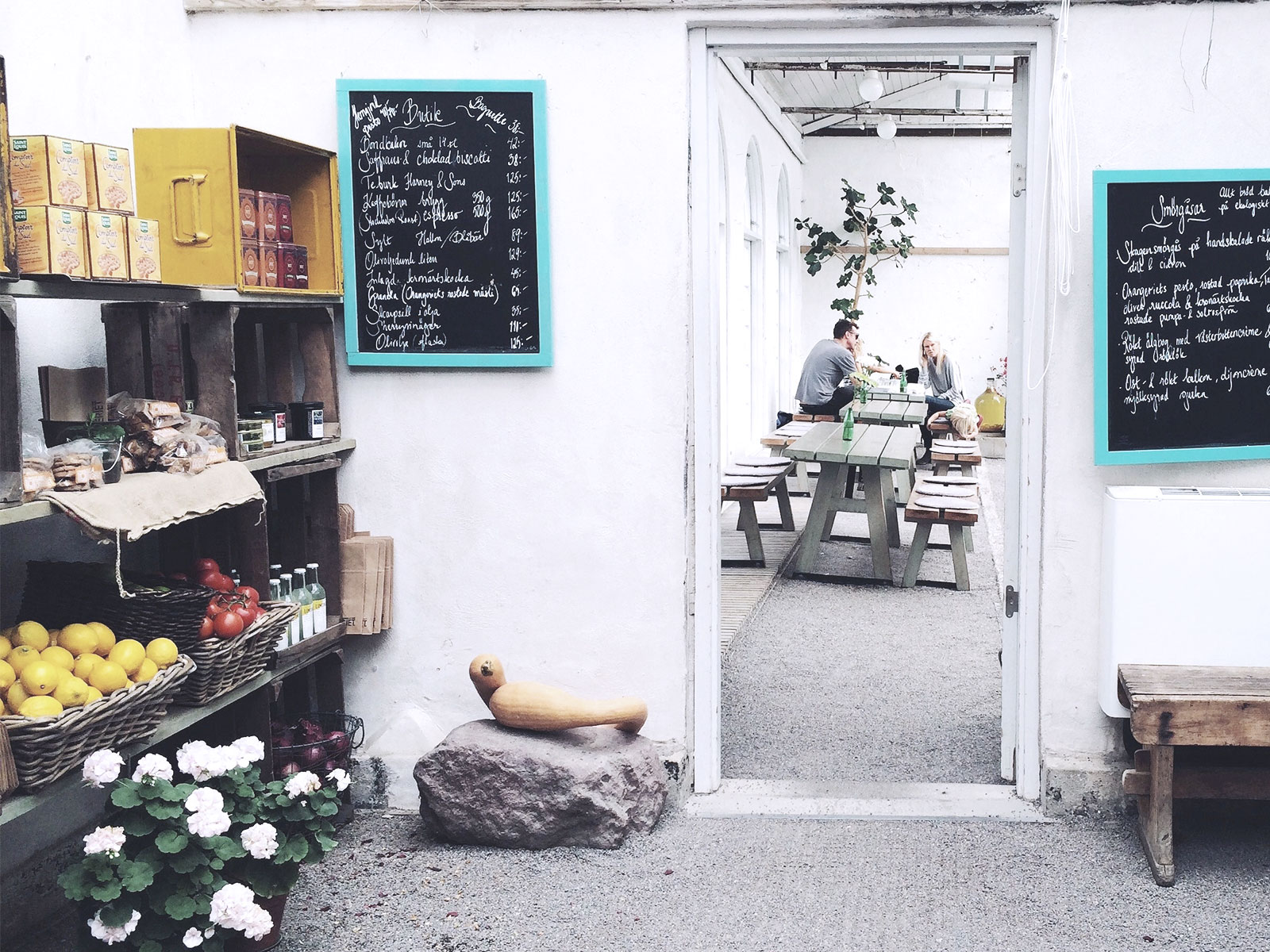 La cocotte restaurant interieur exterieur la for Interieur exterieur 01